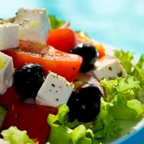 Xoriatiklər – yunansayağı salat