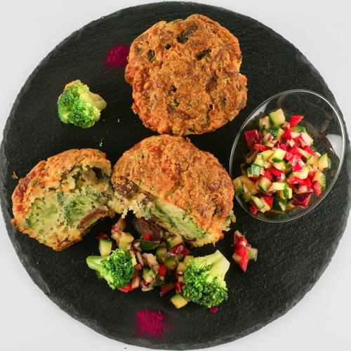 Çorizo kolbasası və brokkoli ilə maffinlər