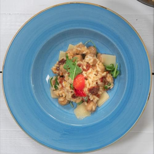 Göbələk, qurudulmuş pomidor və indau ilə rizotto