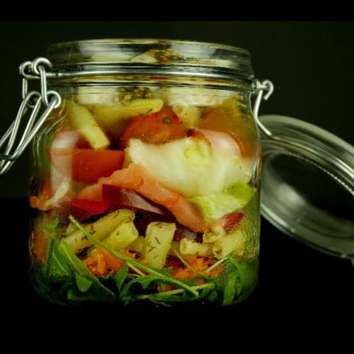 Salata u staklenci sa žutim mahunama