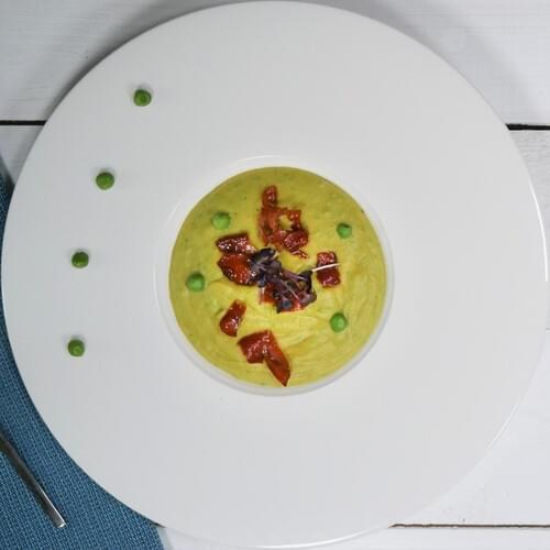 Krem supa od graška s komadićima pršuta