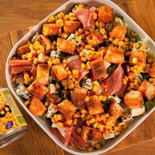 Лятна салата с хамон, кресон и синьо сирене