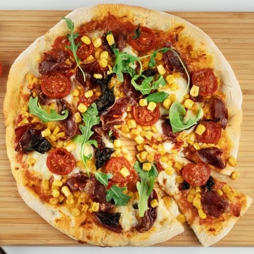 Пица с царевица, люта чушка и италиански салам