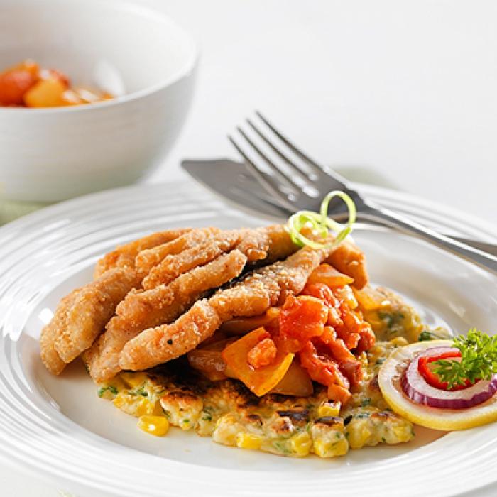 Хрупкав шаран със зеленчуков бульон върху царевична питка