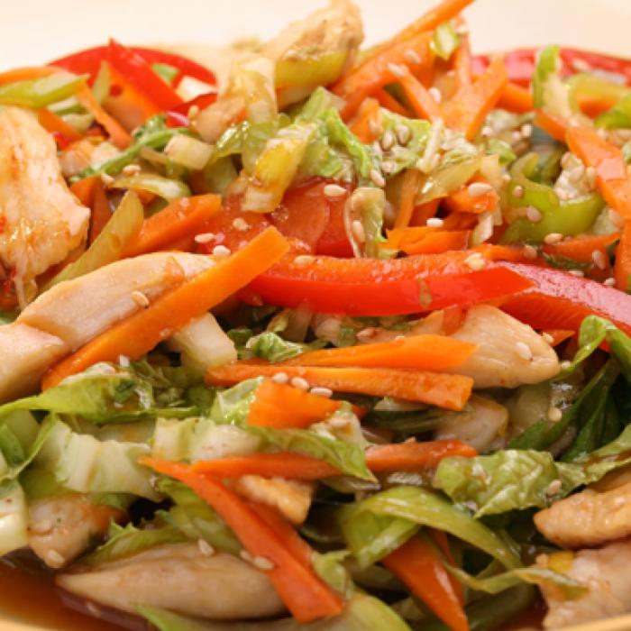 Виетнамска салата с пилешко