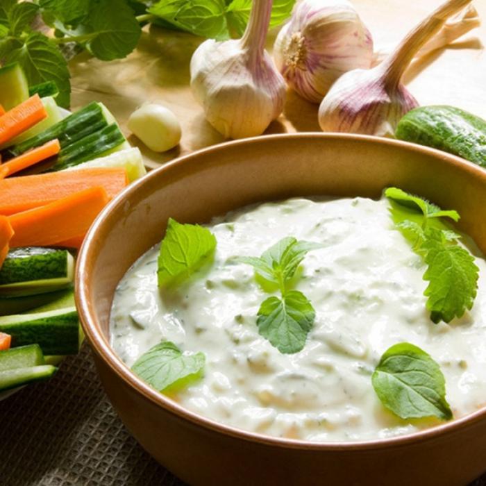 Tzatziki - гръцки сос с кисело мляко и пресни краставици