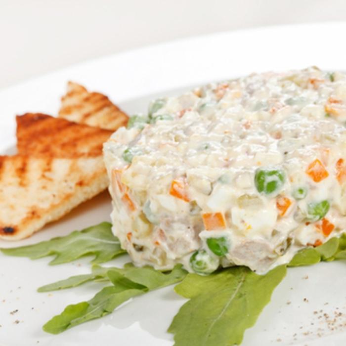 Картофена салата с грах и царевица