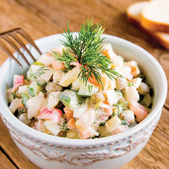 Зеленчукова салата с картофи, грах и царевица
