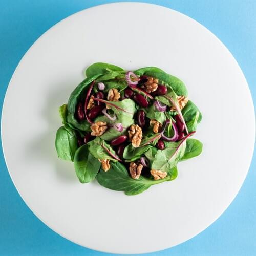 Salata od špinata i crvenog graha