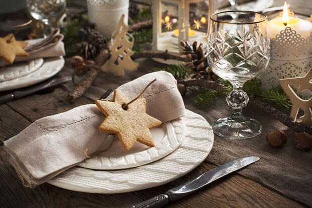 Cum decorezi masa de Crăciun