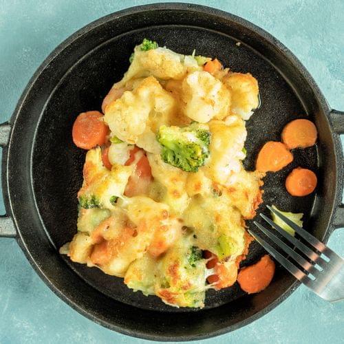 Mix gratinat de broccoli, morcovi și conopidă