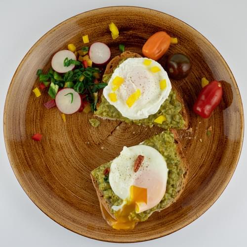 Mic dejun: Cremă de mazăre pe pat de pâine prăjită