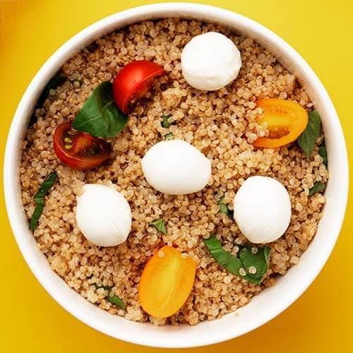 Salată Quinoa Caprese