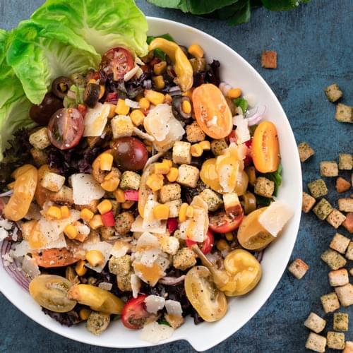 Mix de salate cu porumb și măsline