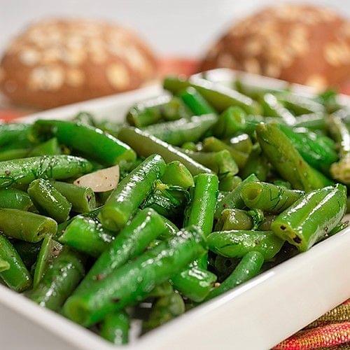 Fasole verde cu mărar și usturoi