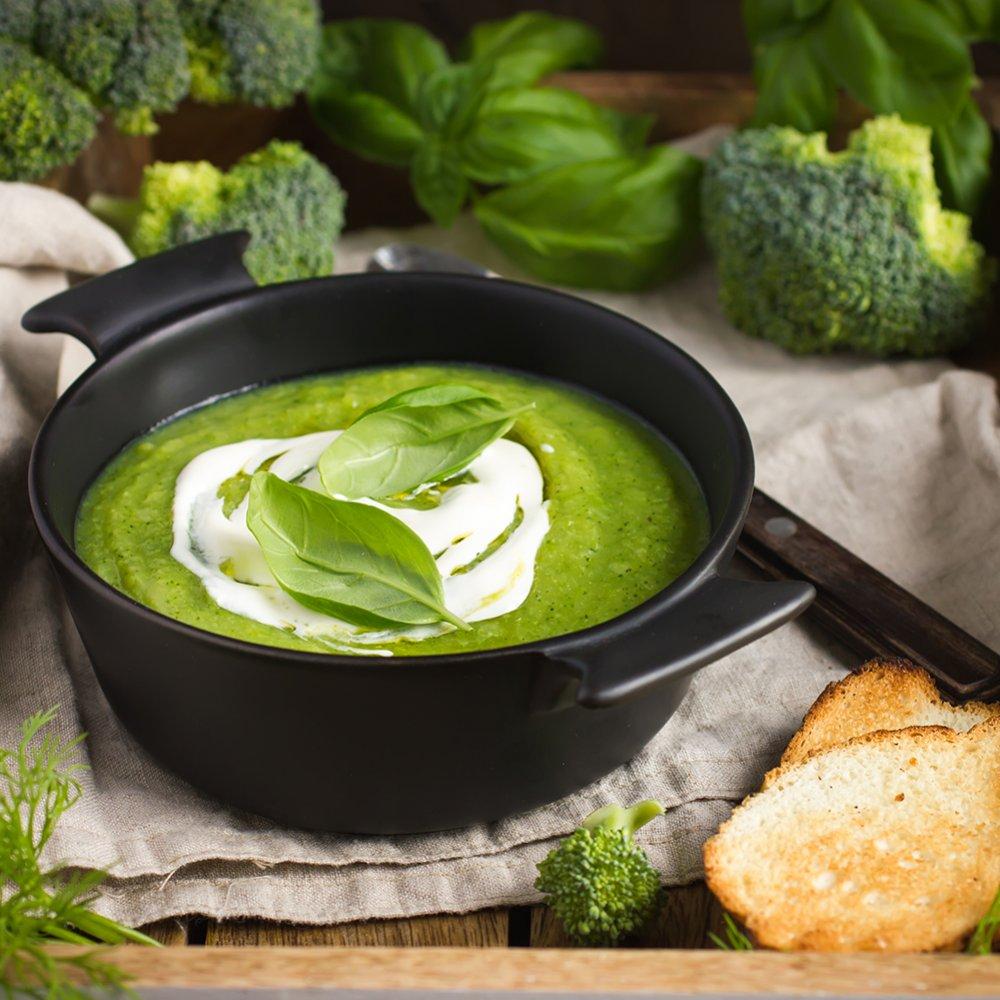 Supă cremă de legume verzi cu mentă proaspătă și ricotta