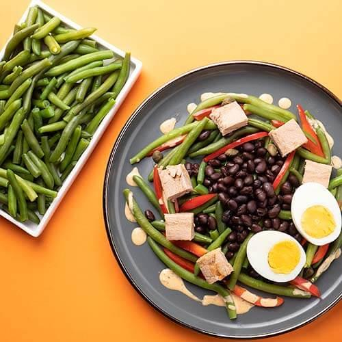 Salată de ton cu fasole neagră și verde