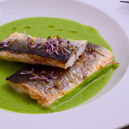 Biban de mare la grătar cu fasole verde și porumb