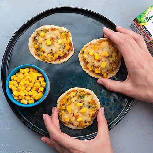 Mini pizza cu porumb gătite fără cuptor