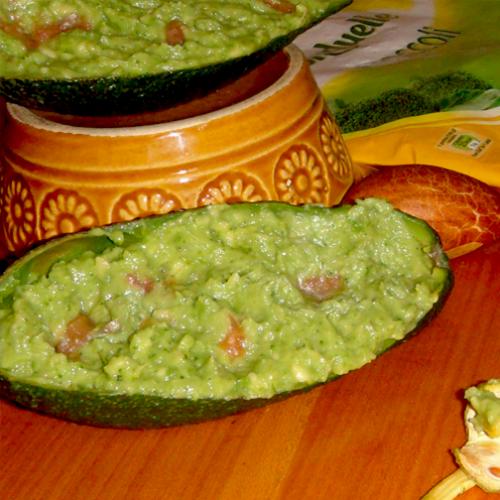 Chipsuri de legume cu guacamole cu broccoli