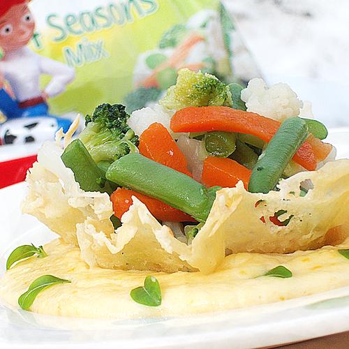 Coșulețe cu legume și sos de parmezan