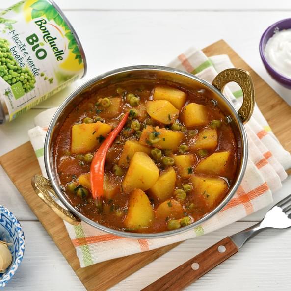 Tocană indiană cu cartofi și mazăre (Aloo matar)