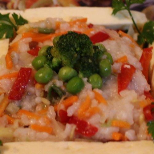 Orez prăjit cu tofu și legume