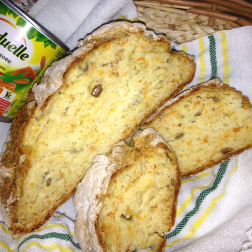 Pâine cu morcovi și semințe de floarea-soarelui