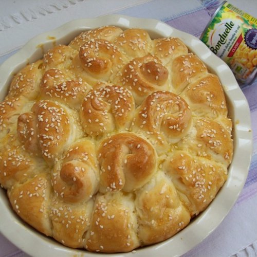 Pâine trandafir umplută cu porumb