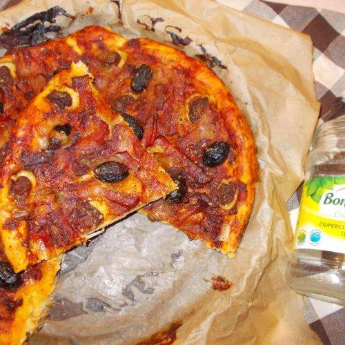 Pizza cu ciuperci, kaizer și măsline