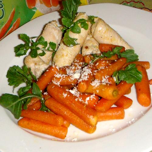 Rulouri de pui cu brânză albastră și morcovi caramelizați