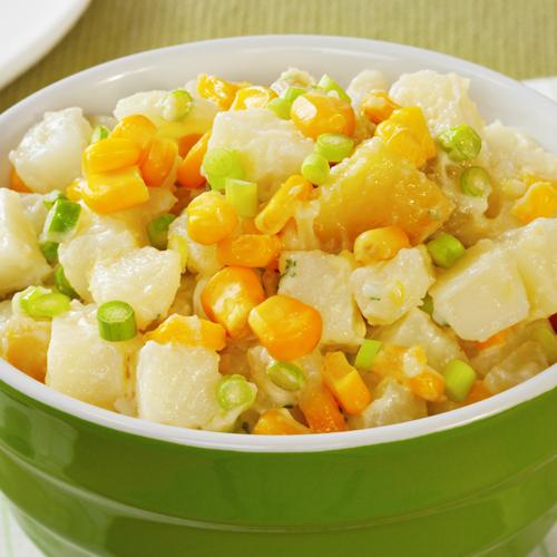 Salată de cartofi cu mazăre și porumb