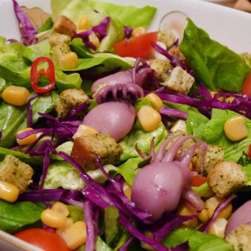 Salată de crudități cu calamar