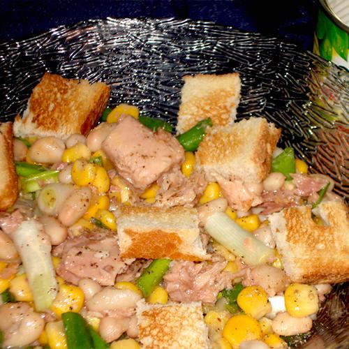 Salată de fasole, ton și porumb