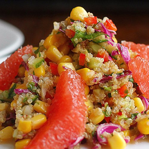 Salată de porumb dulce cu quinoa și grapefruit