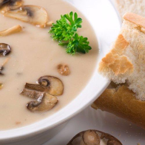 Supă de ciuperci și pâine prăjită