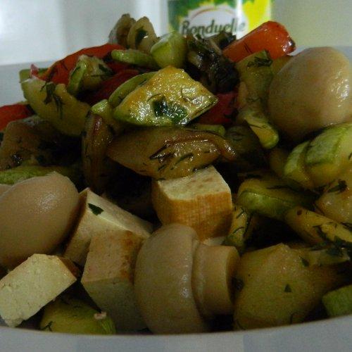 Wok de legume cu brânză tofu și ciuperci