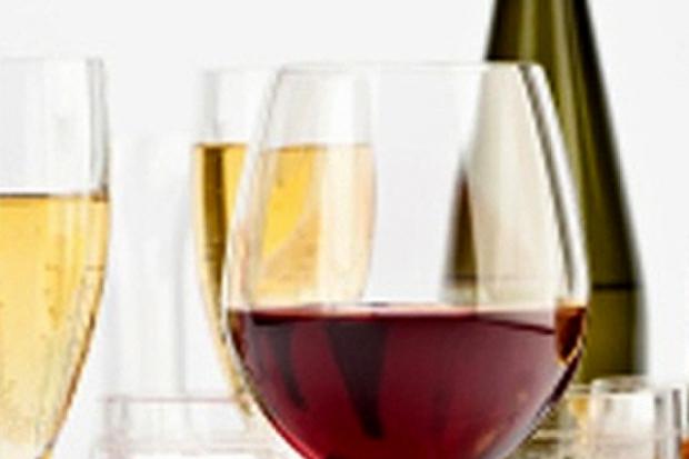 В чем красиво подать шампанское, вино, водку, коньяк?