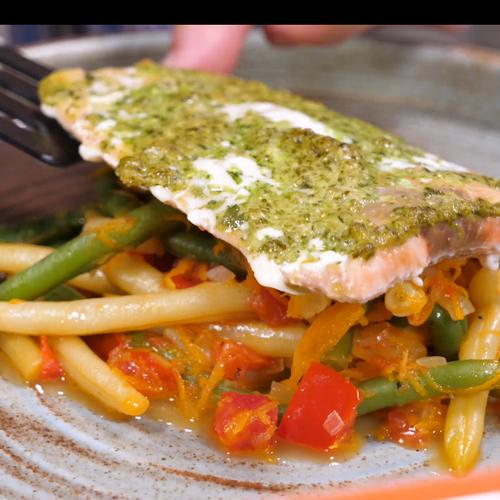 Запеченный лосось с Дуетом зеленой и желтой фасоли