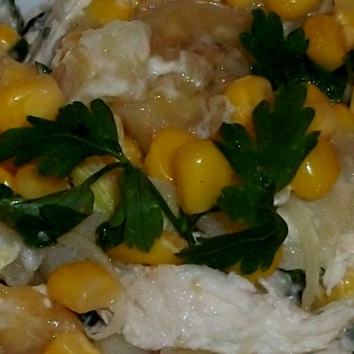 Салат с курицей и бананами
