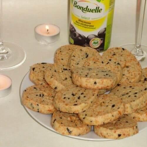 Печенье с пармезаном, маслинами и итальянскими травами