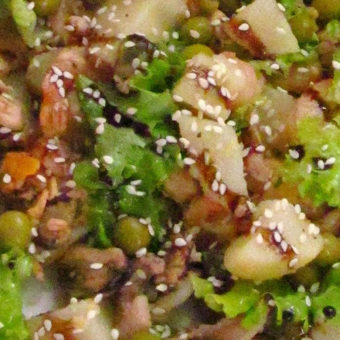 Теплый картофельный салат с морепродуктами