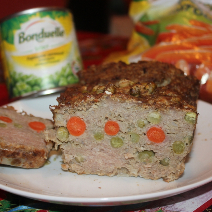 """Мясной хлебец с зеленым горошком и молодой морковкой """"Бондюэль"""""""