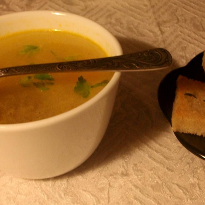 Супчик овощной с горошком Бондюэль и гренками