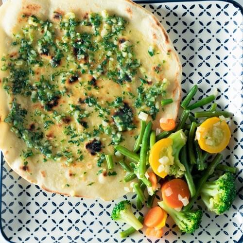 Овощи стир-фрай с хлебом наан