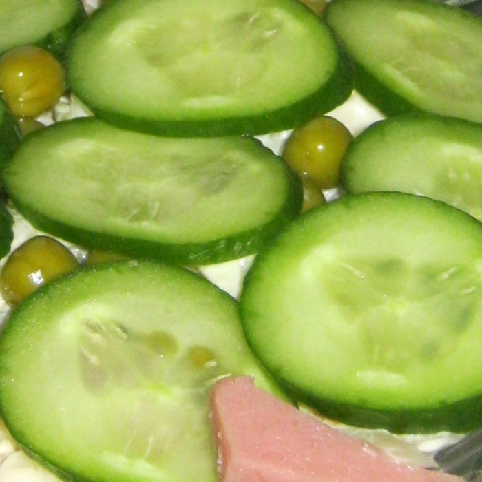 Капустный салат с крилем и горошком