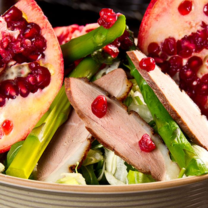 Салат с утиной грудкой и овощным кускусом