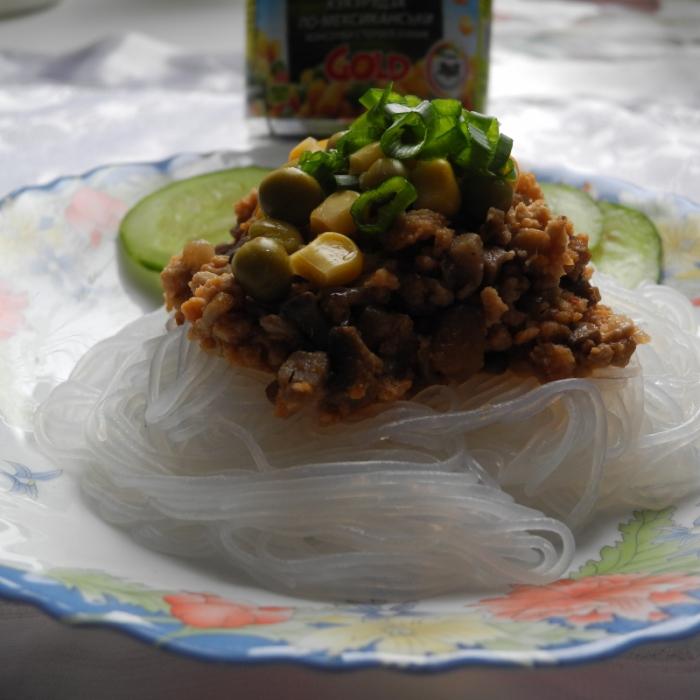 Фьюжн - стеклянная вермишель с мясом, грибами и овощами
