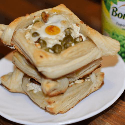 Листкові булочки з сиром і горошком