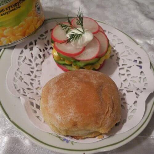 Смачненькі міні-пиріжки з салатом